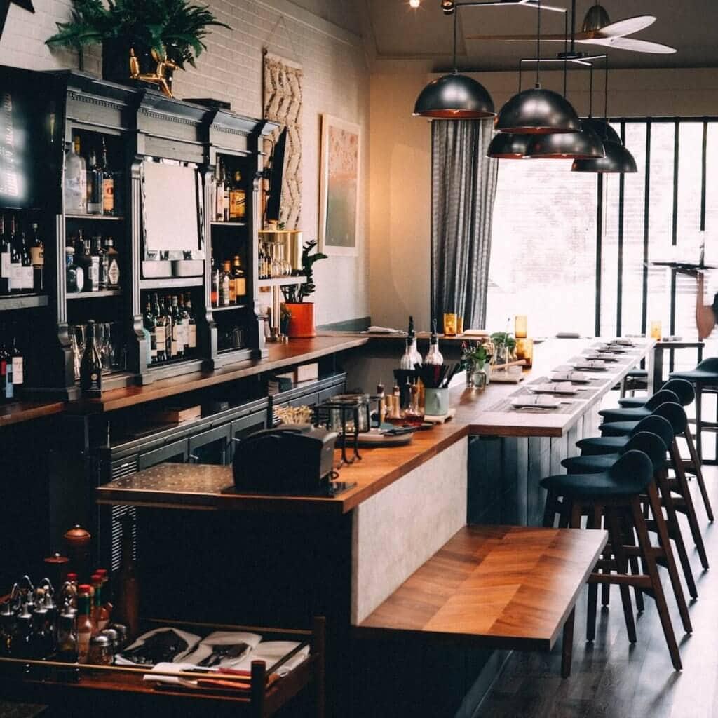 Varför tjänar man olika mycket inom restaurangbranschen?