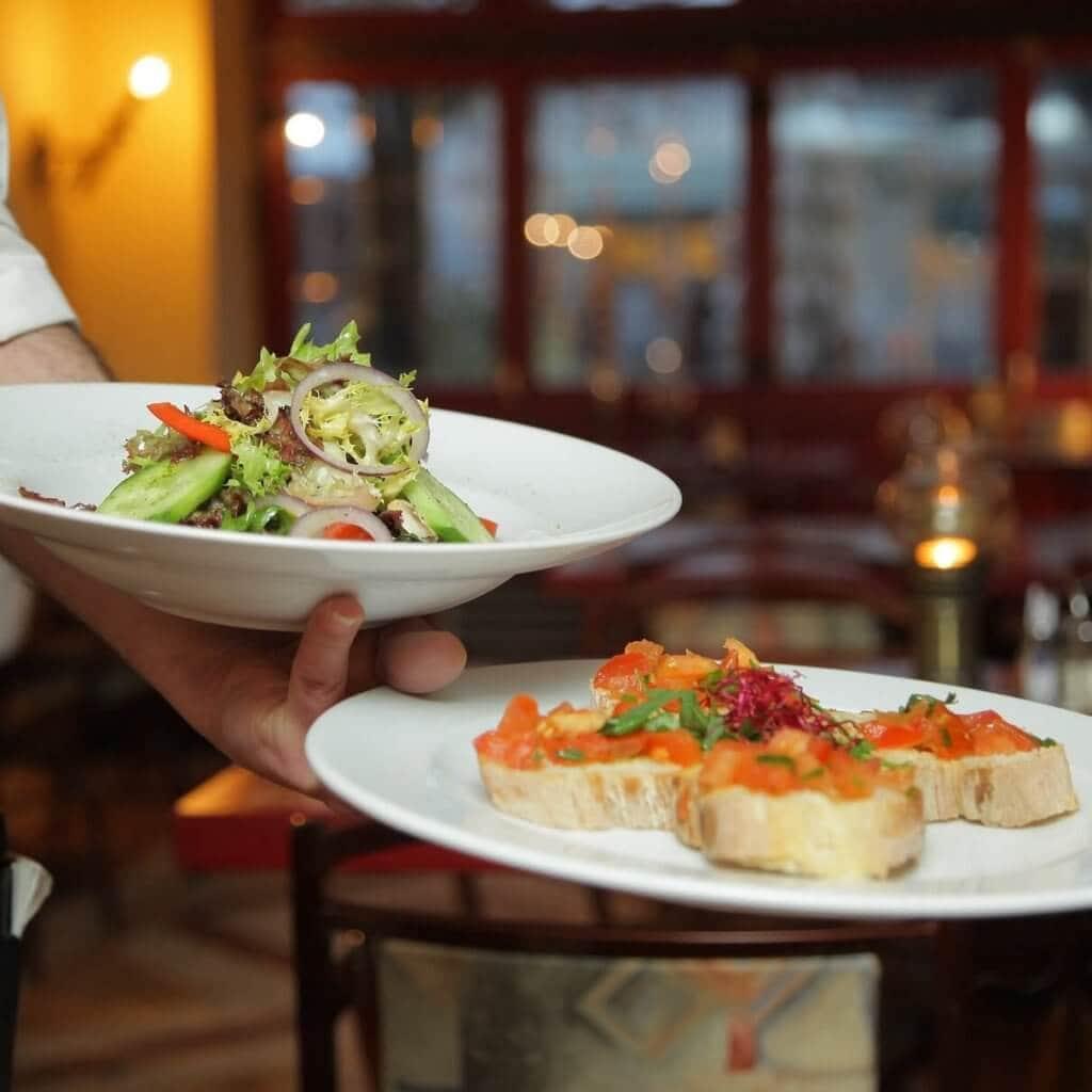 Så attraherar du restaurangpersonal